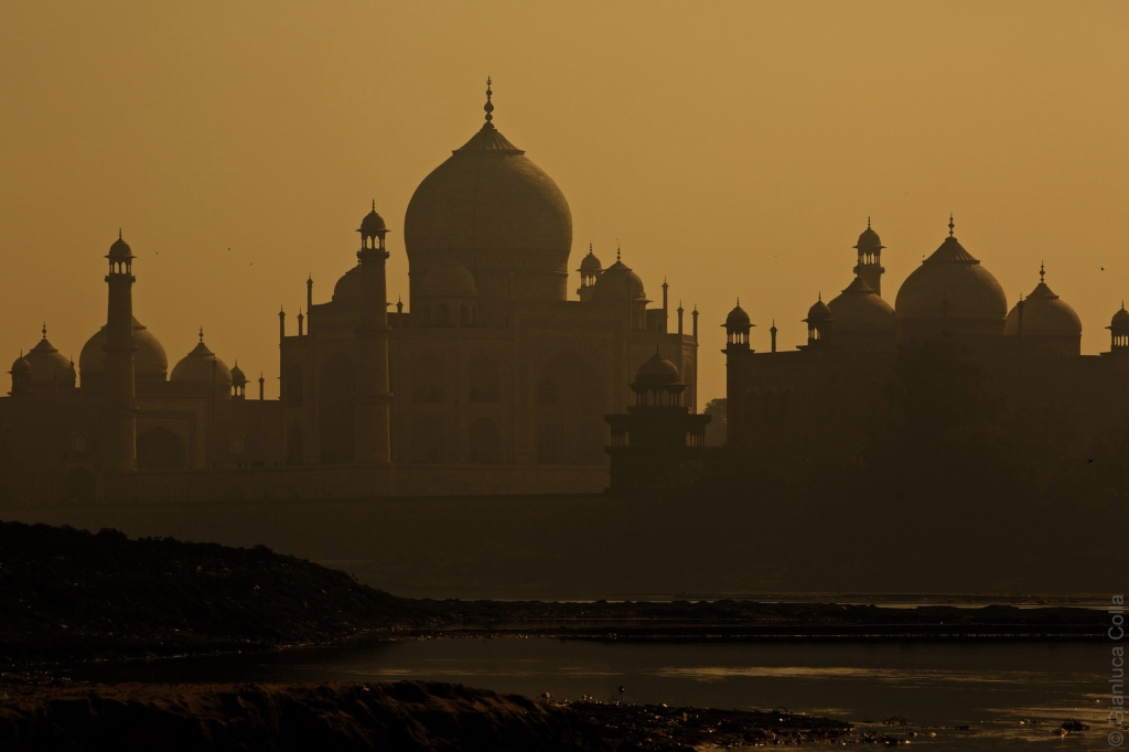 Taj Mahal Mausoleum and river Yamuna at dawn, Agra, India